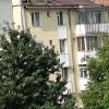 (VIDEO) Inconștiență pe acoperișul unui bloc cu 4 etaje. Neasigurat, un puști bate cârlige pentru uluce. ITM-ul e în vacanță