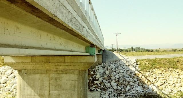 Astăzi va fi făcută recepția lucrării de milioane de euro de la Slobozia-Roznov. Ieri încă se lucra la podul cumătrului